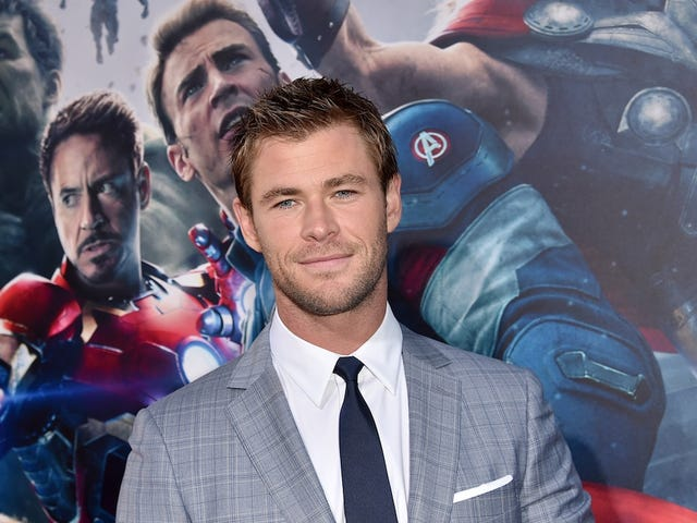Chris Hemsworth Added to 'Ghostbusters' Reboot as Receptionist