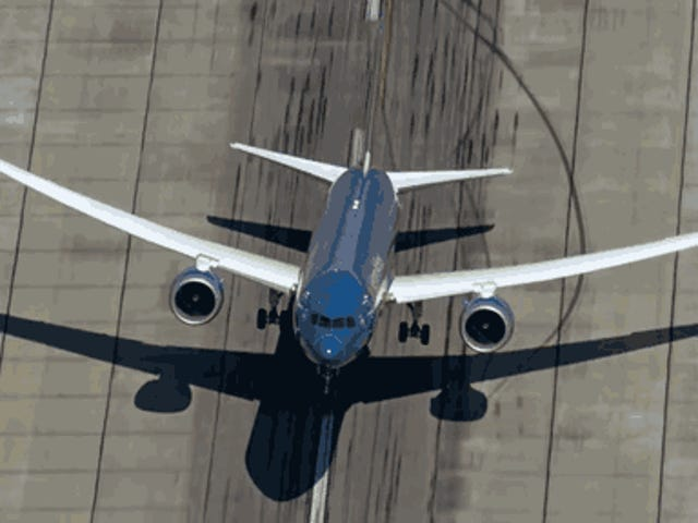 Watch The 787-9 Tear Up The Skies Like A Fighter Jet