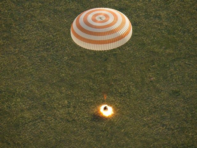 El violento aterrizaje de la Soyuz, captado en una foto perfecta