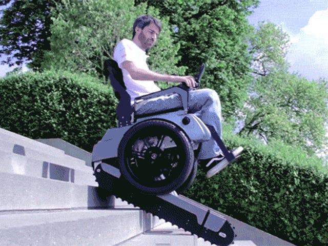 Deze ongelooflijke rolstoel kan trappen beklimmen als een tank