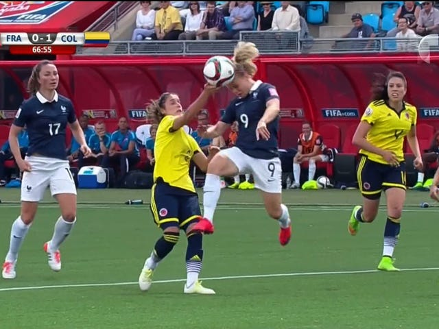 Colombia Commit Obvious Hand Ball, Get Away With It