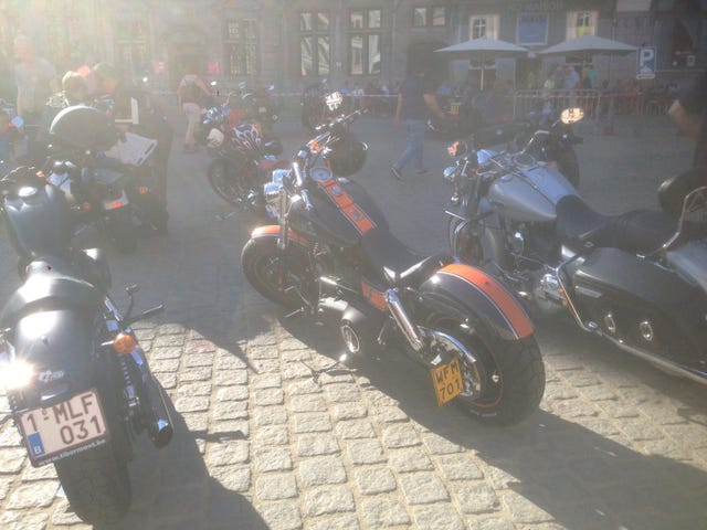 Harley clubs had a meetup in my town. Here, have photos.