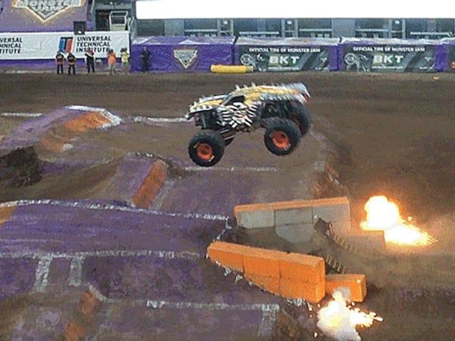 Αυτό το Flip Monster Truck Flip ήταν ο καλύτερος τρόπος γιατί δεν το έκανε