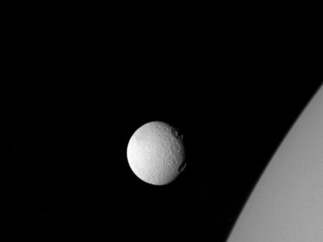 """Ang dami ng mga """"ojos"""" de Tetis ay nanonood ng Saturn sa mga larawan na ito"""