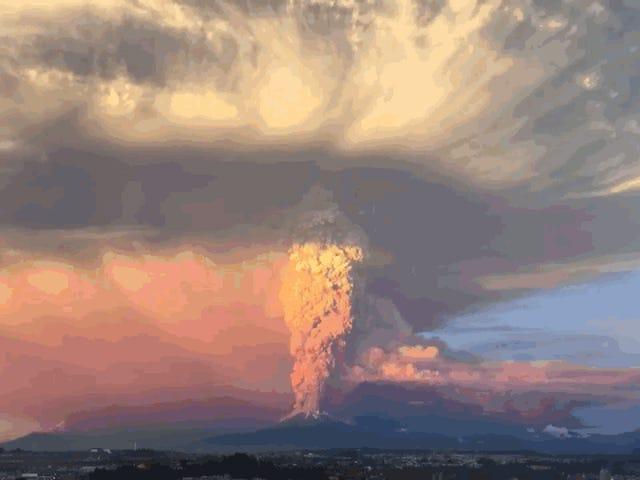 Impressionnantes images de l'érection du volcan Calbuco