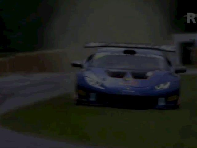 Tonton Balap Mobil Lamborghini Ini Terbang Melalui Hay Di Goodwood