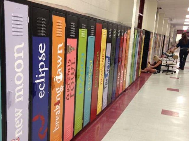 Opettajat Koristele koululaatikot näyttämään giganttiselta kirjahyllyltä