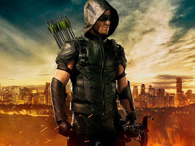 Stephen Amell's New Arrow Outfit is Pure Green Arrow Goodness