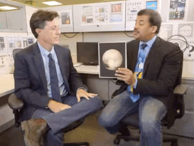 Oglądaj Neil deGrasse Tyson i Stephen Colbert Geek Out Over Pluto
