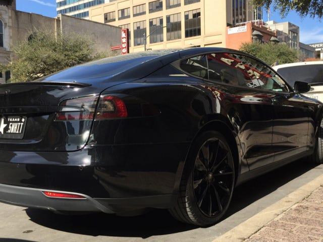 Il governatore del Texas è un idiota quando arriva a Tesla