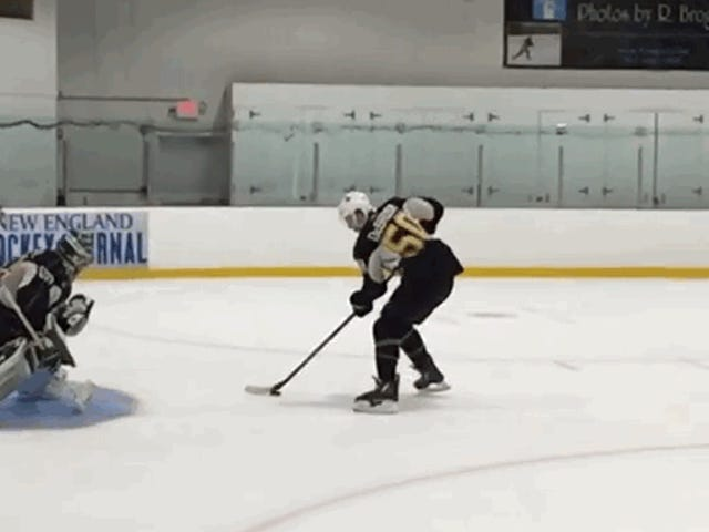 Bruins Rookie Jake DeBrusk viser allerede off