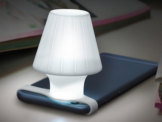 एक सिलिकॉन पट्टा एक बेडसाइड लैंप में आपके फोन के कैमरे के फ्लैश को चालू करता है