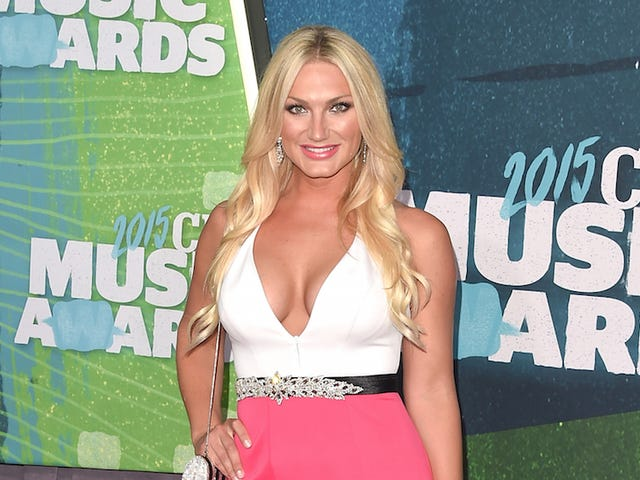 Brooke Hogan Has Written A Poem In Defense Of Her Father