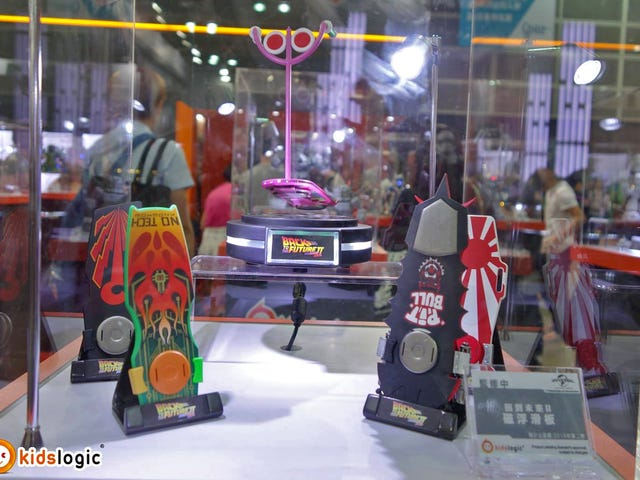 Miniature BTTF IIHoverboard and DeLorean Toys That Really Float