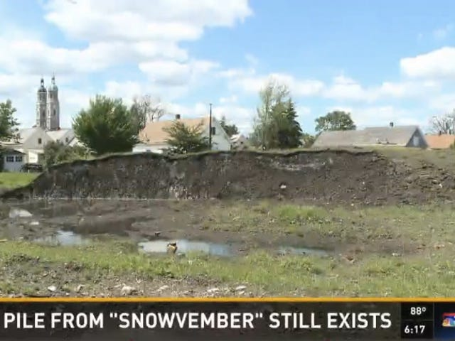 There's Still A Giant Pile of Unmelted Snow In the Middle of Buffalo