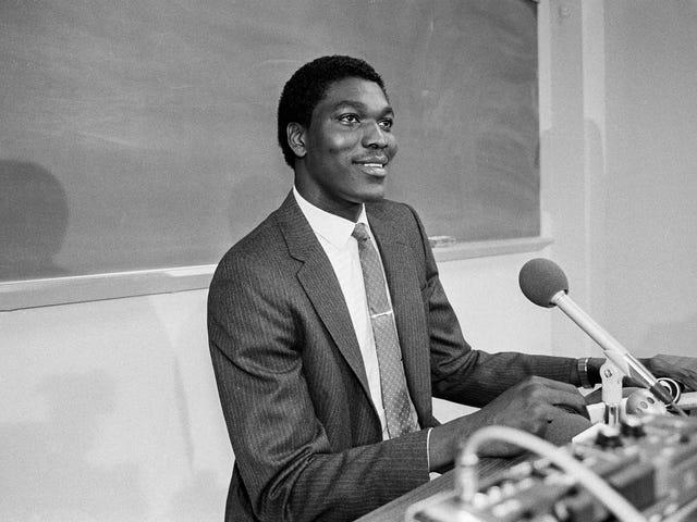 Hakeem Olajuwon var någonting annat i college, man