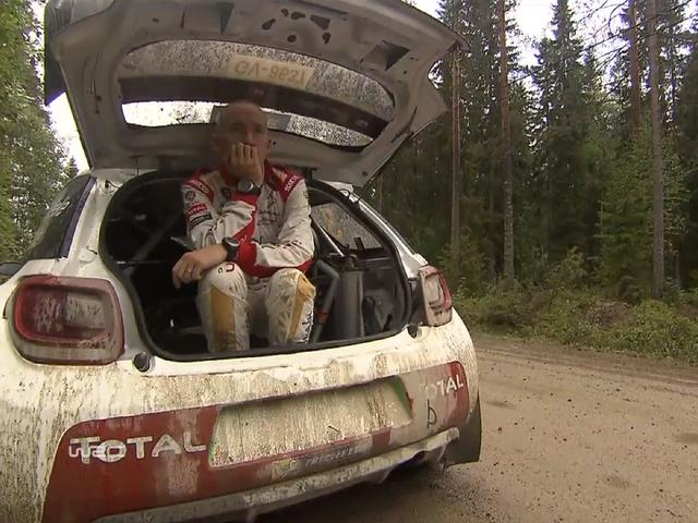 ¿Puede un hombre adulto caber en un Citroën DS3 WRC Hatch?