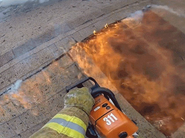Första personens uppfattning om en brandbekämpningsbrand är så intensiv
