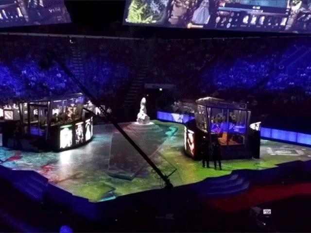 Η σκηνή του τουρνουά <i>Dota 2</i> της Valve φαίνεται πολύ δροσερή