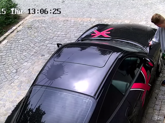 Полиция ищет этого ужасного человека, который разорил Porsche