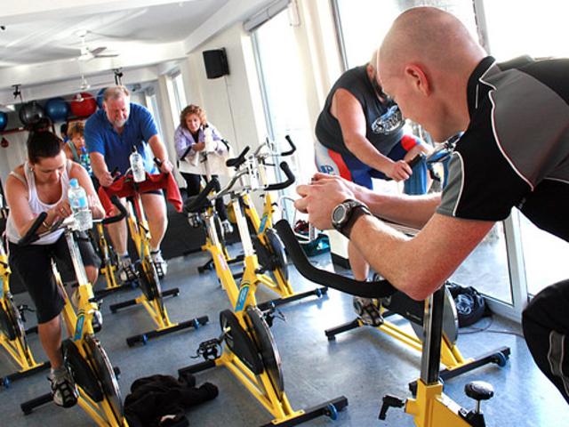 Turun di Pedal, dan Perkara Lain yang Tahu di Kelas Spin Pertama Anda
