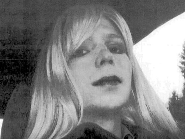 Chelsea Manning affronta il confinamento solitario per il dentifricio scaduto, Malala Memoir