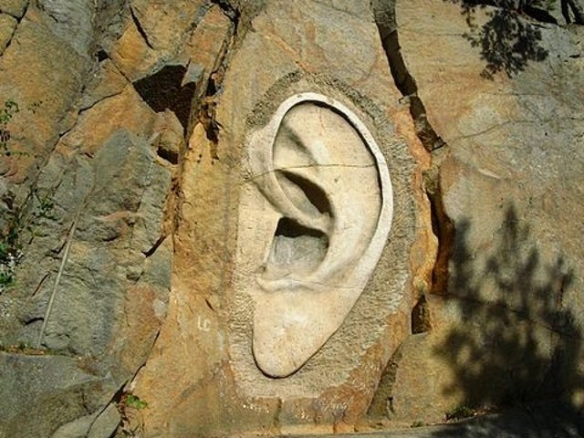 UK-leger kom faktisk sammen og studerte hvor mye ører vokser som vi alder