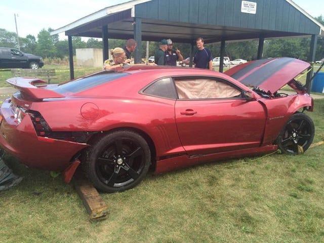 Idiot Steals Camaro, kjører inn i innsjøen
