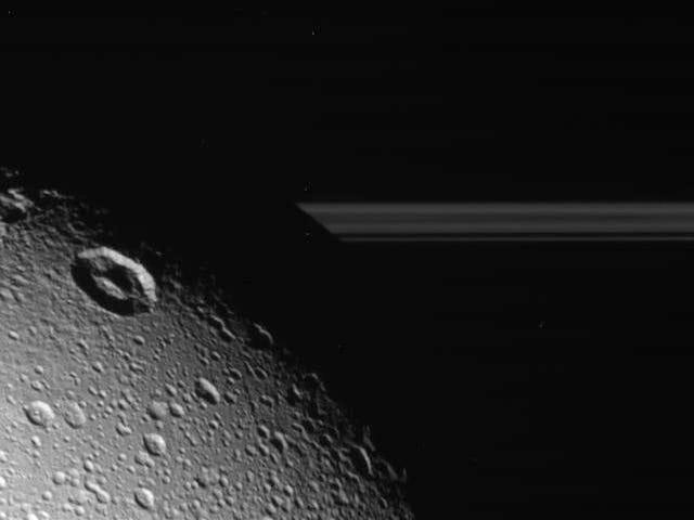 Fasswell, Dione : 카시니, 토성의 4 번째로 큰 달의 최종 비행 거리를 만듭니다.