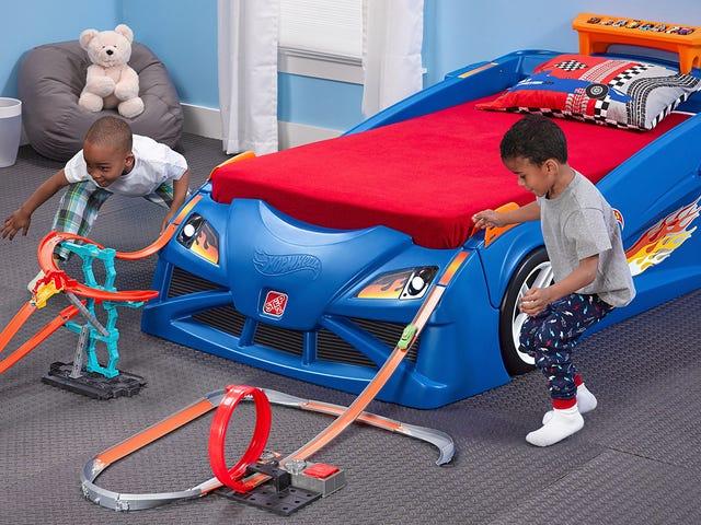 Це ліжко автомобіля гонки є гігантським розширенням гарячих колісних доріжок вашого малюка