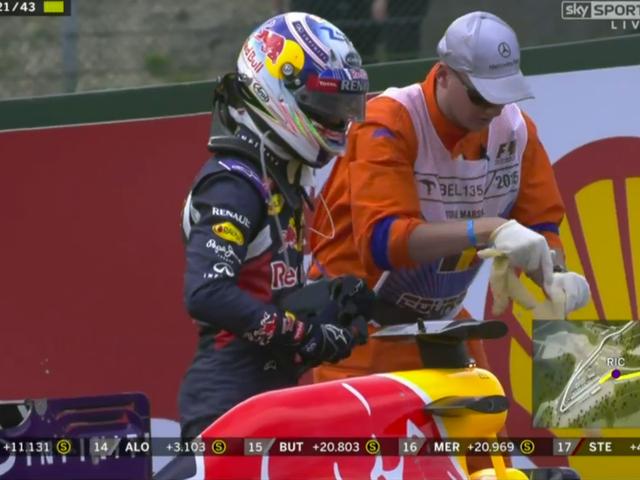 자막 : Daniel Ricciardo가 F1 잡는 자동차에 대해 혼란스러워 보입니다.