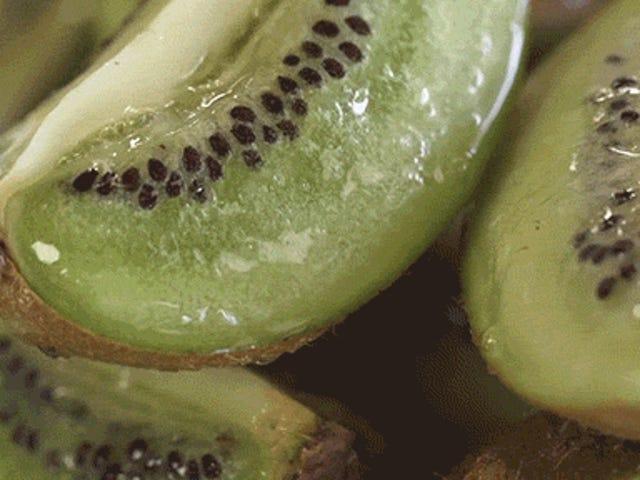 Comment faire des fruits pétillants qui bouillonnent comme de la soude à l'intérieur du fruit