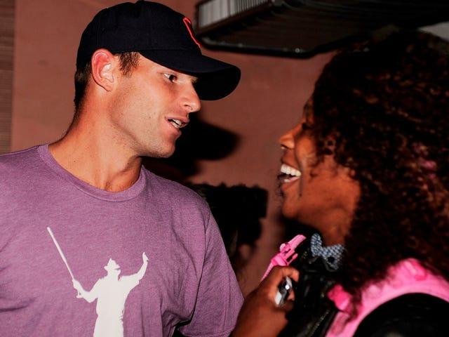 은퇴 한 앤디 로딕 (Andy Roddick)은 인생에서 신사 숙녀들에게 상쾌한 태도를 표했다.