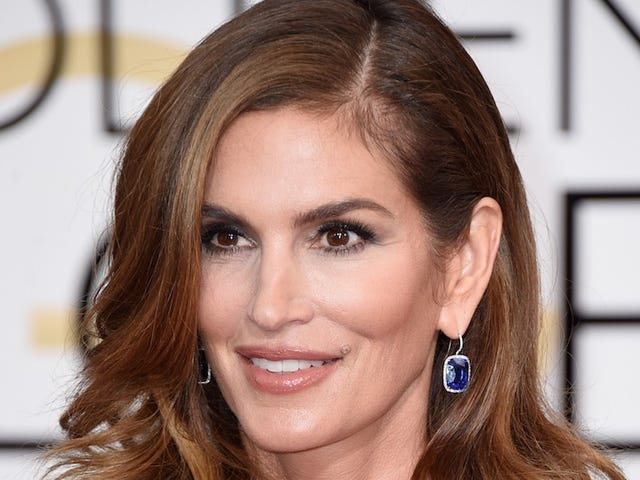 Cindy Crawford Says Her Celebrated 'Untouched' Photo Was Altered and Maliciously Leaked