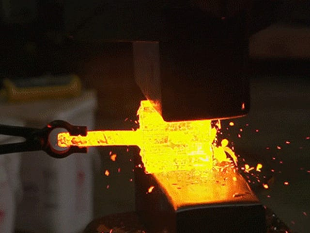 Den virkelig spektakulære proces om, hvordan den bedste kokkens kniv i verden er lavet