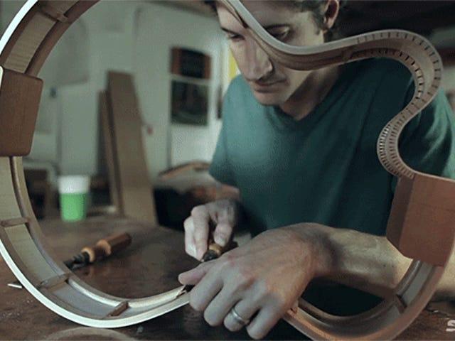 ビデオ:ギターを作るときの音の科学的芸術