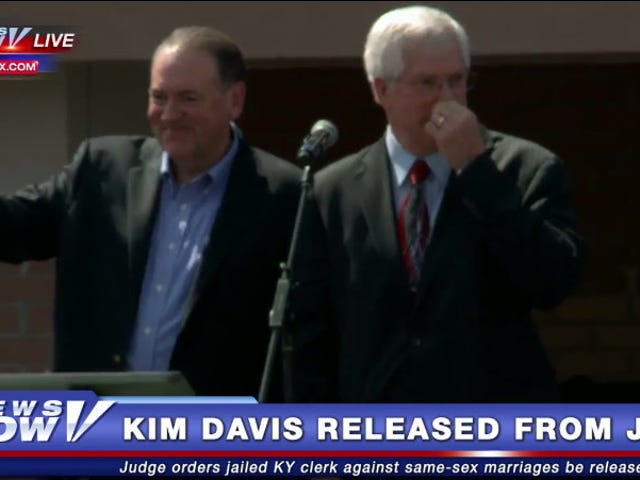 Unclear on How Jail Works, Huckabee Offers to Go in Kim Davis's Place