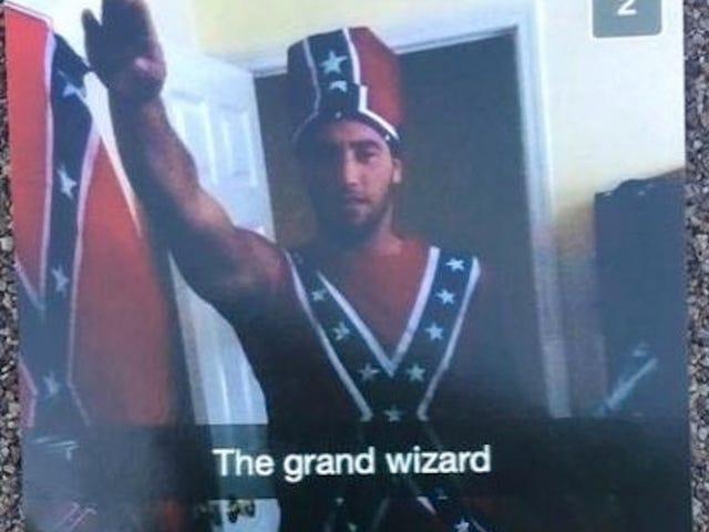 Pace Üniversitesi Futbol Kaptanı Müttefik Bayrağı Kıyafeti Giyerken Nazi Selamı Verdi