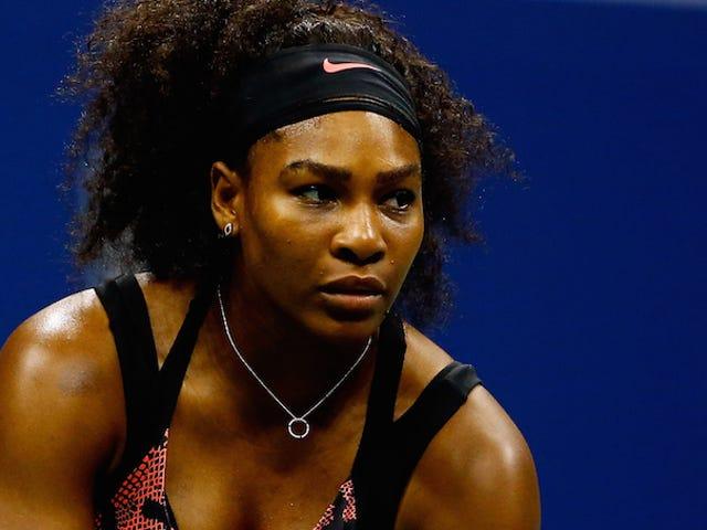 Silly Mortals ถาม Serena Williams ทำไมเธอไม่ยิ้ม  เซเรน่าตอบสนองได้อย่างเหมาะสม
