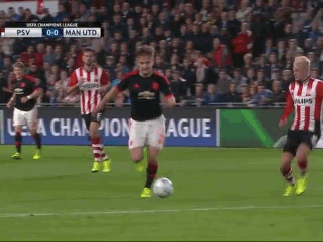 Luke Shaw, de Man Utd, sufre una tachuela espantosa que le rompe las piernas [ADVERTENCIA: GRÁFICO]