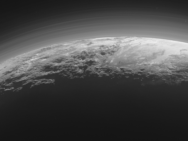 Hoàng hôn trên sao Diêm Vương vượt xa tuyệt đẹp trong những bức ảnh mới nhất từ những chân trời mới