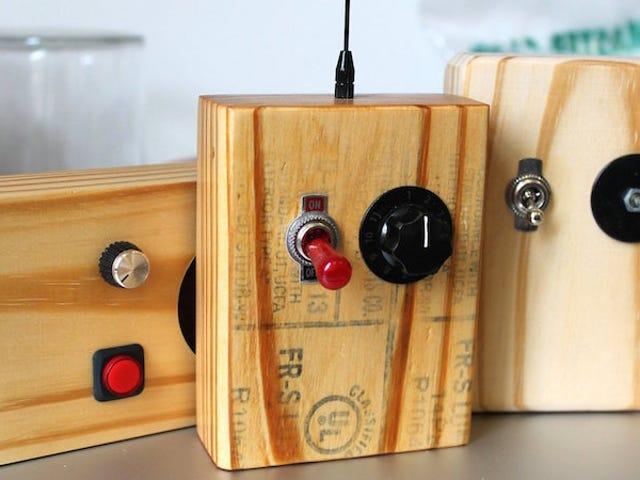 穴の開いた2x4から万能エレクトロニクスケースを組み立てる