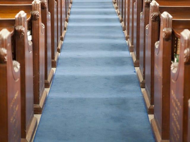 Em bé sơ sinh trong số ba người bị thương ở nhà thờ Alabama