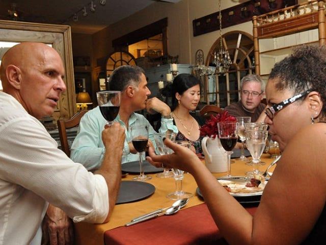 Organisez des soirées plus intéressantes en demandant aux invités d'inviter quelqu'un de nouveau