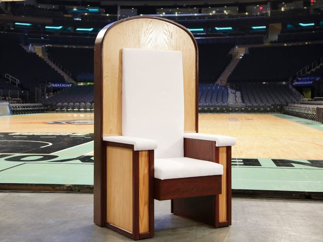 New York Should Be Ashamed of the Heinous Chair It Built for the Pope