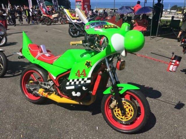 Yoshi berubah menjadi motosikal tersuai
