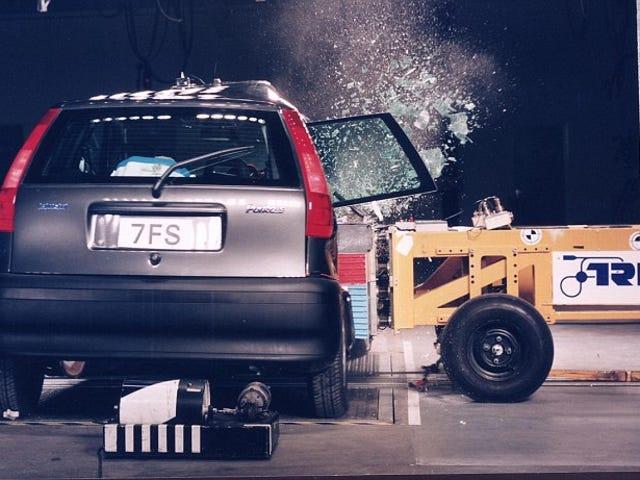 «Un rapport enfoui dans l'industrie automobile révèle des défauts de sécurité des voitures américaines»: les modèles américains sont moins sûrs que ceux de l'UE.