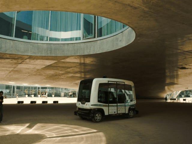 Ein autonomer Shuttle fährt erstmals auf öffentlichen Straßen