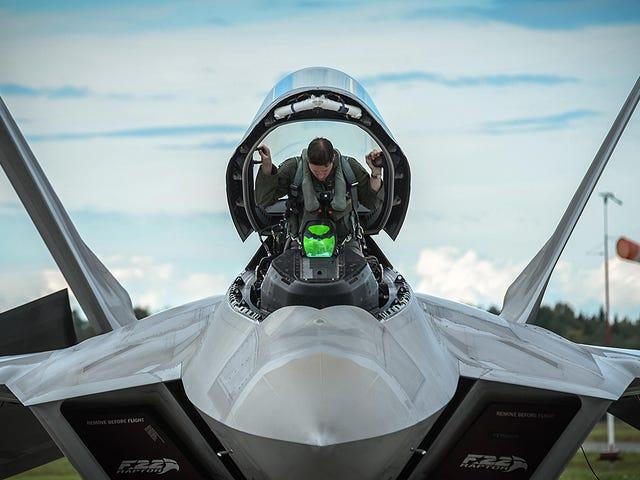 हर कोई जो अधिक एफ -22 चाहता था, सिद्ध अधिकार है