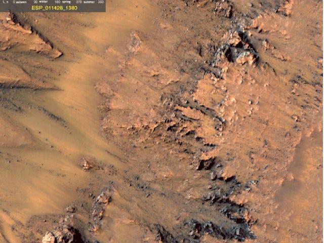 NASA zegt dat er sterk bewijs is van vloeibaar water op Mars